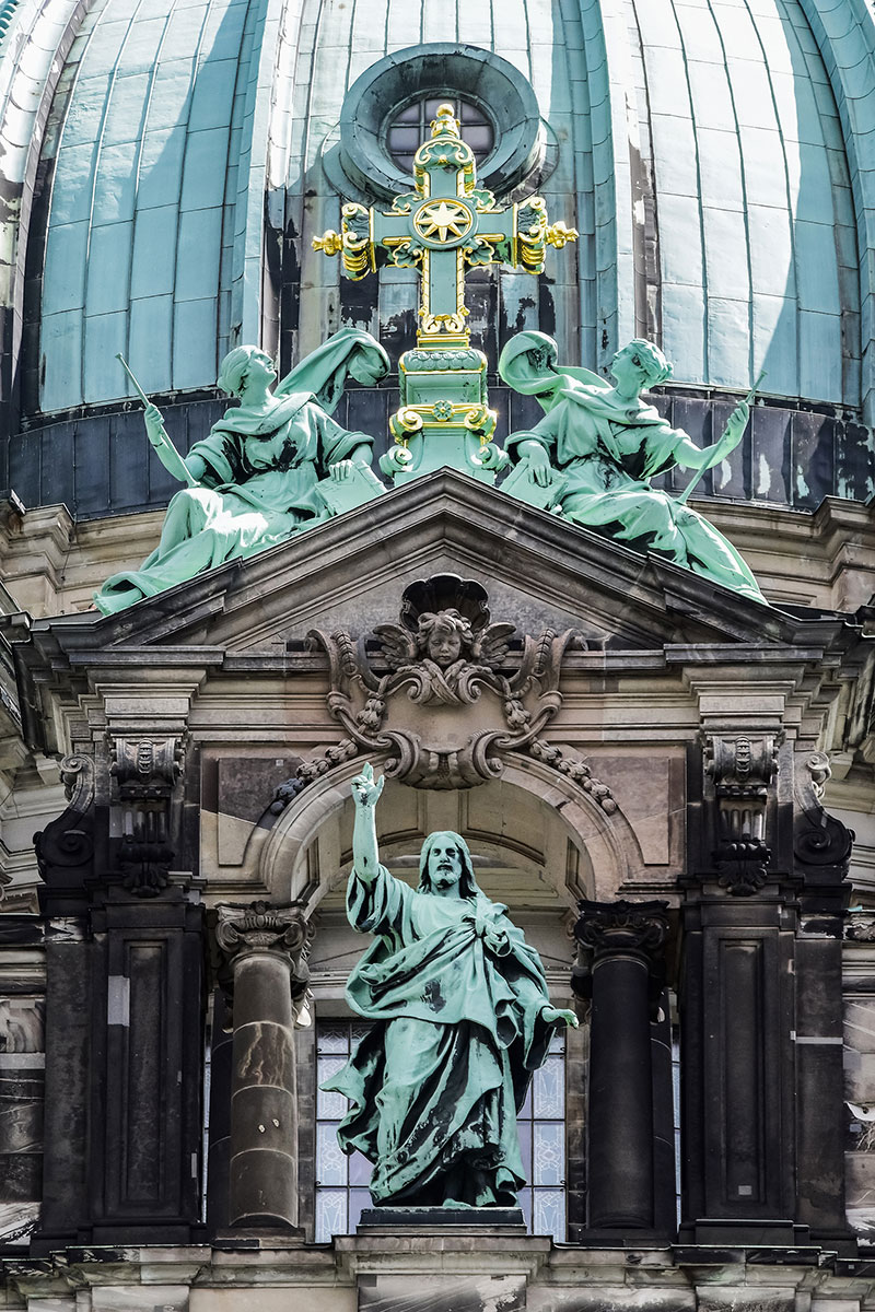 Berlin Cathedral statue