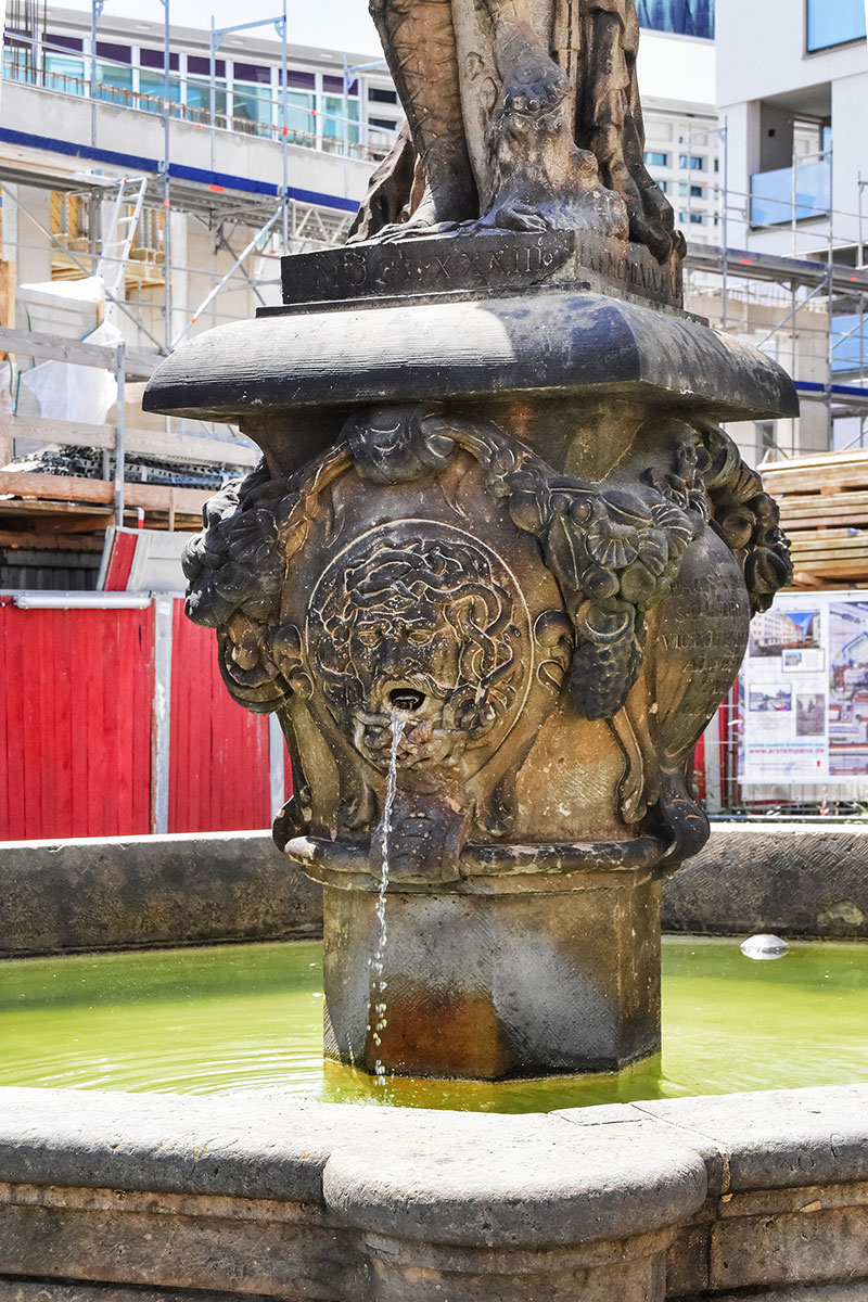fountain near Dresden Cathedral