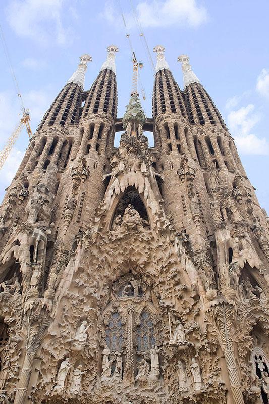 La Sagrada Família A Testament Of Architectural Ingenuity - A step up in amazing architecture la